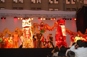 Danza chinas leones y dragones, saludo final.